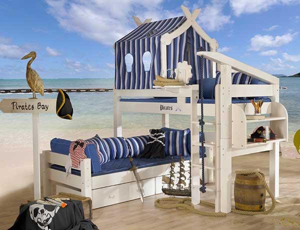 piraten bett good kindermobel munchen kinderbett piratenbett schane hochbett pirat deluxe. Black Bedroom Furniture Sets. Home Design Ideas